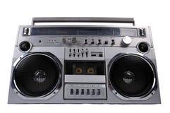 equipo estéreo portátil retro de plata de la radio del ghetto de los años 80 aislado en blanco Imágenes de archivo libres de regalías