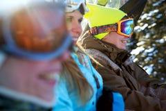 Equipo feliz de la snowboard Fotografía de archivo libre de regalías