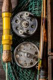 Equipo hecho a mano del pescador con la caña de pescar y señuelos Fotos de archivo libres de regalías