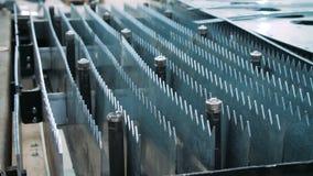 Equipo industrial para la metalurgia con los objetos agudos del metal metrajes