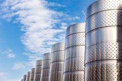 Equipo industrial tecnológico moderno de la fábrica del vino Imágenes de archivo libres de regalías