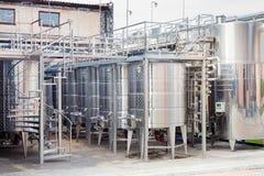 Equipo industrial tecnológico moderno de la fábrica del vino Foto de archivo