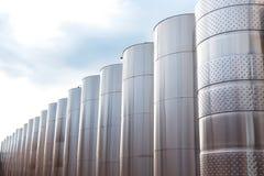 Equipo industrial tecnológico moderno de la fábrica del vino Foto de archivo libre de regalías