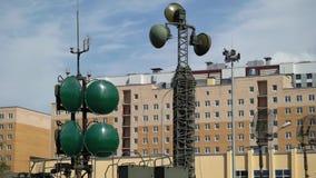 Equipo militar de la antena almacen de video