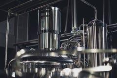 Equipo moderno de la cervecería imagenes de archivo