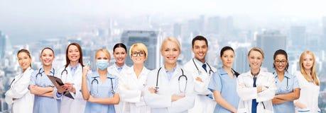 Equipo o grupo de doctores y de enfermeras Imagenes de archivo