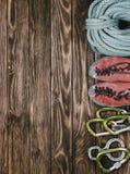 Equipo para el deporte de la escalada Fotos de archivo