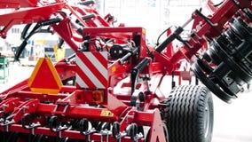Equipo para la agricultura Nuevo cultivador del disco producido en dirigir la planta almacen de metraje de vídeo