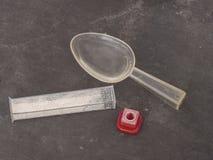 Equipo para medir la acidez de la tierra, alcalinidad aka pH Añada el agua y la muestra del suelo fotos de archivo