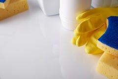 Equipo profesional de la limpieza en la visión elevada tabla Imagen de archivo libre de regalías