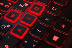 Equipo retroiluminado rojo Cont del videojugador de la acción del teclado del juego del ordenador Imagen de archivo
