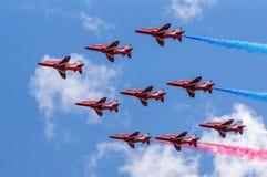 Equipo rojo de la exhibición de aire de las flechas Imagenes de archivo