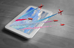 Equipo rojo de la exhibición de las flechas de la tableta 3d Imagenes de archivo