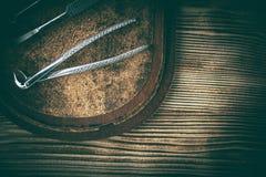 Equipo viejo de la medicina en fondo de madera Foto de archivo libre de regalías