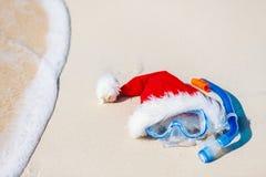 Equipo y sombrero de Papá Noel que bucean Fotografía de archivo