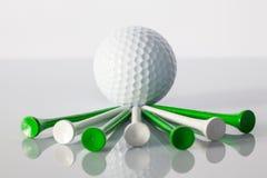 Equipos de golf en la tabla Imágenes de archivo libres de regalías