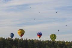 Equipos del International que participan en taza internacional de la aerostática de los Aire-globos Imagenes de archivo