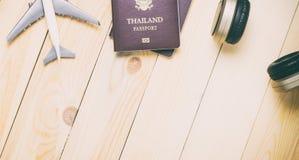 Equipos que viajan en piso de madera Imágenes de archivo libres de regalías