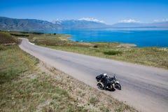 Equitação do side-car nas montanhas fotos de stock