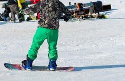 Equitação do Snowboarder na neve Imagem de Stock Royalty Free
