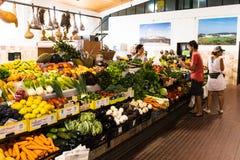 1er août 2018, Aljezur, Portugal - marché municipal de nourriture d'Aljezur image stock