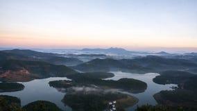 1er, décembre 2016 - 1 part de vue de ville de Dalat de montagne de Pinhat dans le lac TuyenLam à la fuite Dong Vietnam de Dalat- Photographie stock libre de droits