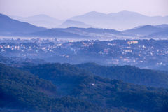 1er, décembre 2016 - une partie de vue de ville de Dalat de montagne de Pinhat dans le lac TuyenLam à la fuite Dong Vietnam de Da Photos libres de droits