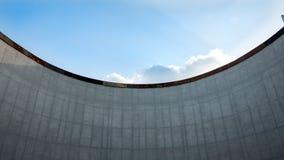 Er is een mooie hemel over de muur royalty-vrije stock afbeelding