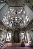 Er führt die Ritualgebete des Islams in Eyup Sultan Mosque, ist durch Lizenzfreies Stockfoto