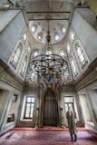 Er führt die Ritualgebete des Islams in Eyup Sultan Mosque, ist durch Lizenzfreies Stockbild