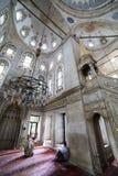 Er führt die Ritualgebete des Islams in Eyup Sultan Mosque, ist durch Stockbilder