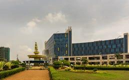 Er is het de Hoogtenwinkelcomplex van Kigali met winkels en restaurants stock foto
