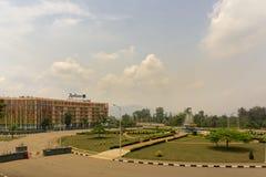 Er is het Overeenkomstcentrum dichtbij Radisson Blu Hotel stock afbeeldingen