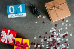 1er janvier image 1 jour de mois de janvier, calendrier à Noël et fond de bonne année avec des cadeaux Photo stock