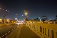1er pont en rue la nuit, Los Angeles photographie stock libre de droits