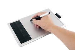 Er schreibt digitales whiteboard und abgehobenen Betrag. Lizenzfreie Stockbilder