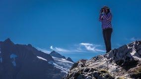 1er septembre 2016, le tir de photographe décrit près du glacier de transport, Alaska Image stock