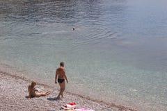 Er und sie auf den Ufern Lizenzfreie Stockfotos