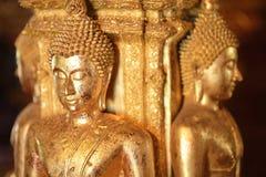 Er zijn vier kleine standbeelden van Boedha in de tempel Phumin Nan, Stock Fotografie