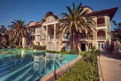 Eram庭院和它的反射波斯亭子在水池在市设拉子 库存图片