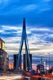 Erasmus桥梁在夜之前 库存图片