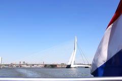 Erasmus Bridge i holländsk stad av Rotterdam Arkivfoto