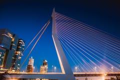 Erasmus Bridge na noite Fotografia de Stock