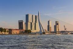 Erasmus Bridge in Rotterdam en horizon Royalty-vrije Stock Afbeeldingen