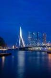 Erasmus Bridge a Rotterdam, tempo crepuscolare fotografie stock