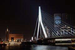 Erasmus-bro på natten, Rotterdam Royaltyfri Fotografi