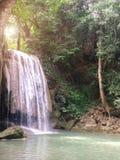 erawan kanchanaburi Thailand siklawa Krajobraz Rozbija Dużego kamień na Jasnej Naturalnej wodzie w dżungli siklawa Zdjęcia Stock