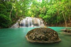 erawan kanchanaburithailand vattenfall Arkivfoto