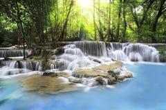 Erawan vattenfall i det Kanchanaburi landskapet Arkivfoton