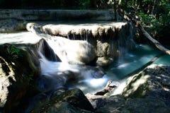 Erawan Wasserfall, Kanchanaburi, Thailand Lizenzfreie Stockfotografie